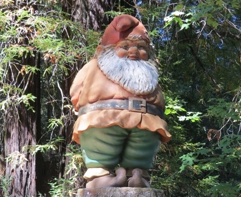 california-garberville-santa-gnome-statue-top