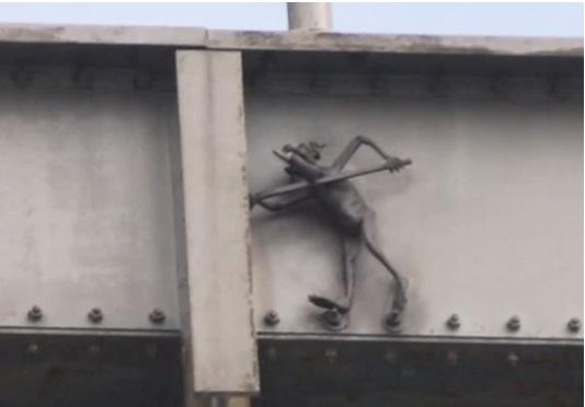 california-san-francisco-bridge-troll-statue2