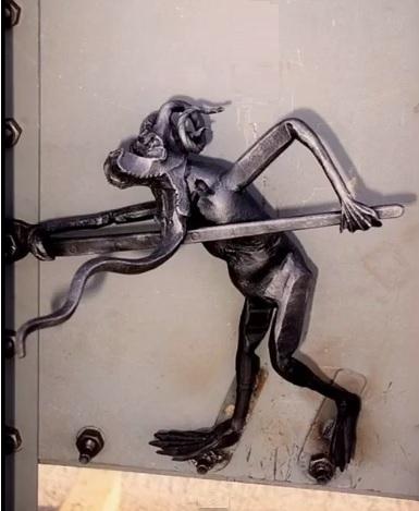 california-san-francisco-bridge-troll-statue3