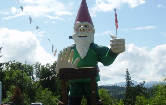 canada-british-columbia-worlds-largest-gnome-statue