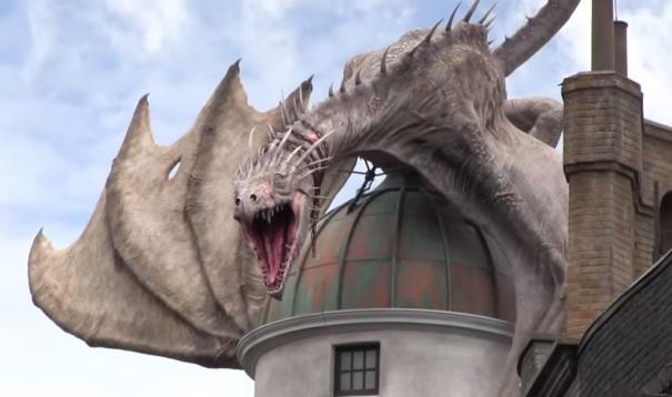florida-orlando-harry-potter-world-gringotts-bank-dragon
