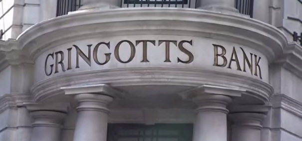 florida-orlando-harry-potter-world-gringotts-bank-entrance-2