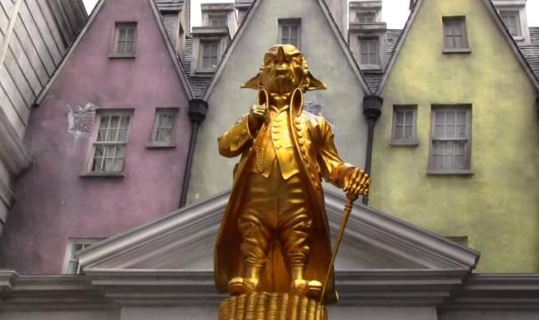 florida-orlando-harry-potter-world-gringotts-bank-statue-2