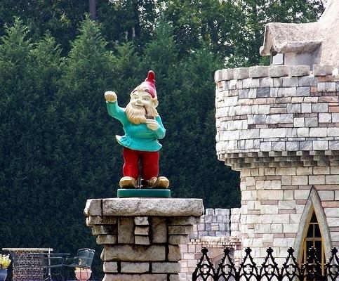 georgia-alpharetta-dwarf-castle-waving