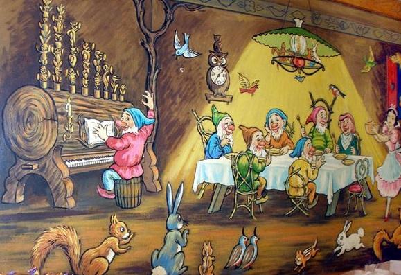 illinois-wheaton-seven-dwarfs-restaurant-back-room-mural
