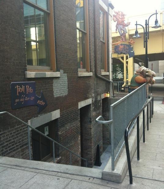 kentucky-louisville-troll-pub-entrance