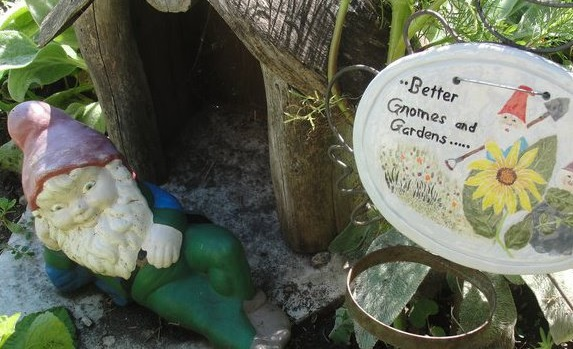 minnesota-granite-falls-holt-house-garden-gnome-plaque