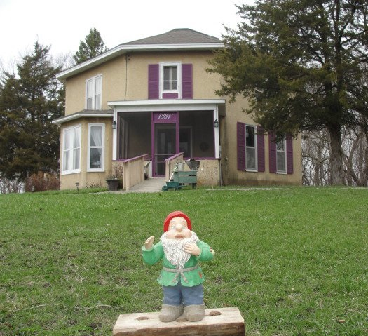 minnesota-granite-falls-holt-house-gnome