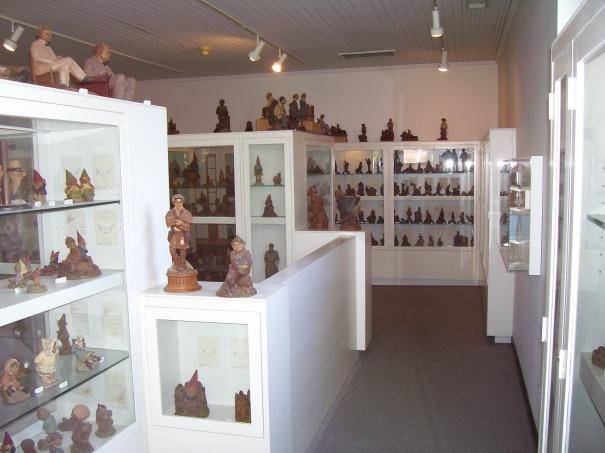 north-carolina-tom-clark-museum-shelves