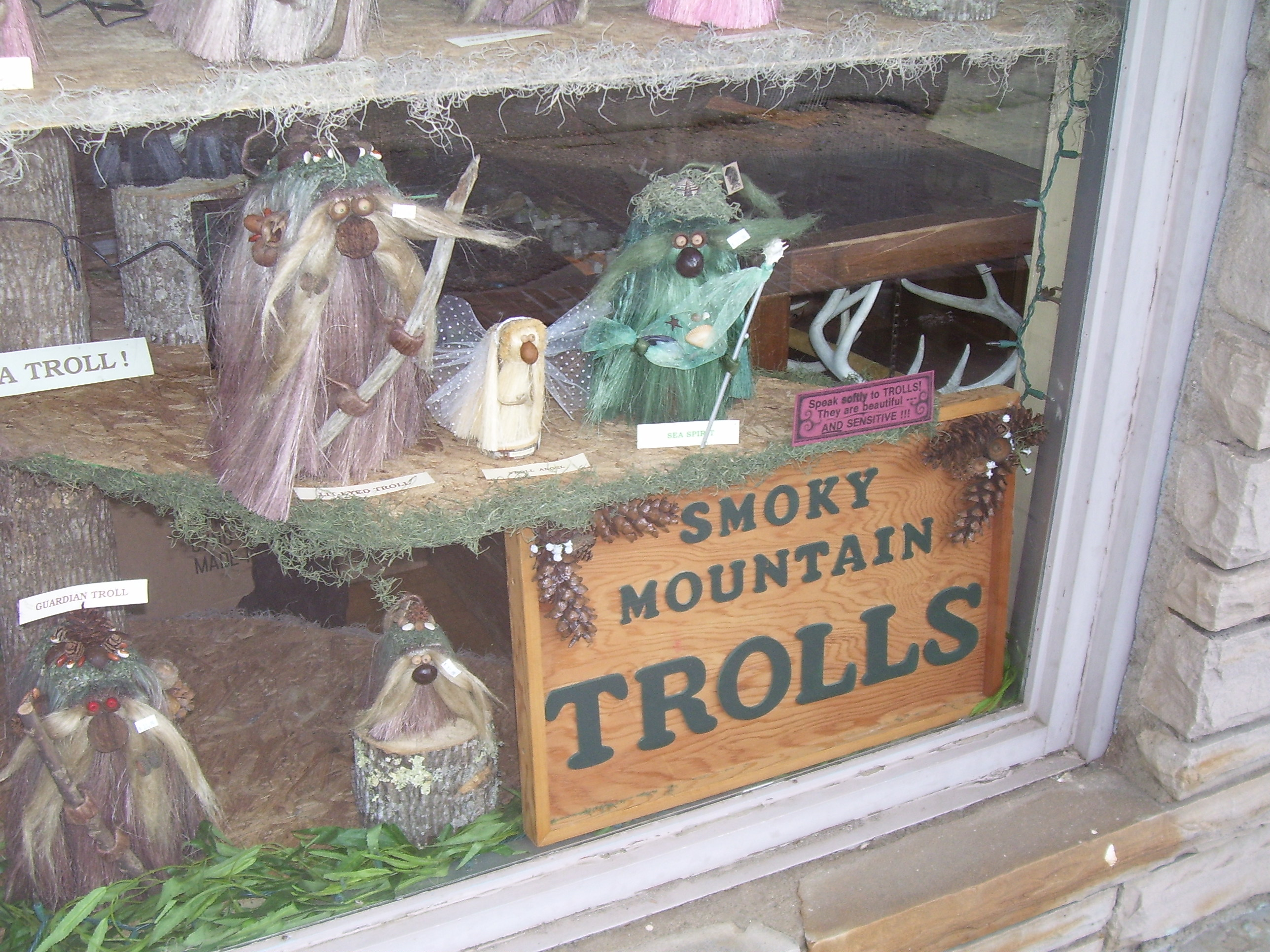 tennessee-cosby-trolls-window-display.jp