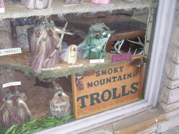tennessee-cosby-trolls-window-display