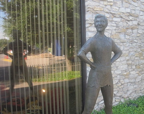 texas-weatherford-peter-pan-statue-mary-martin