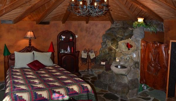 california-julian-gnome-home-bedroom