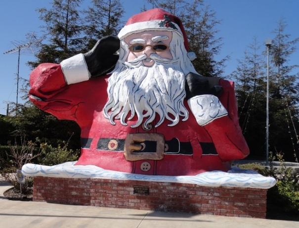 california-oxnard-santa-claus-statue