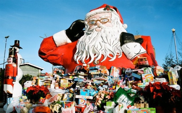 california-oxnard-santa-claus-toys