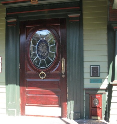 new-york-syracuse-colemans-irish-pub-leprechaun-doors