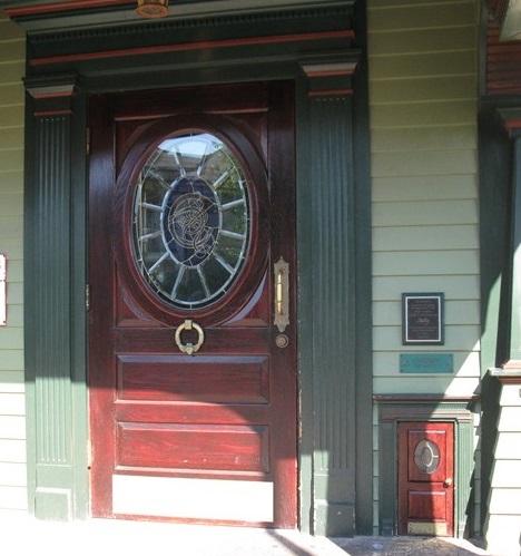 new-york-syracuse-colemans-irish-pub-leprechaun-doors