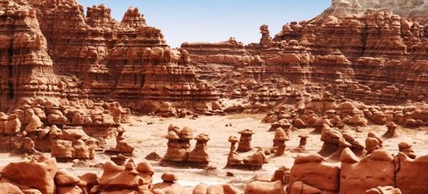 utah-goblin-valley-state-park-goblins-arena