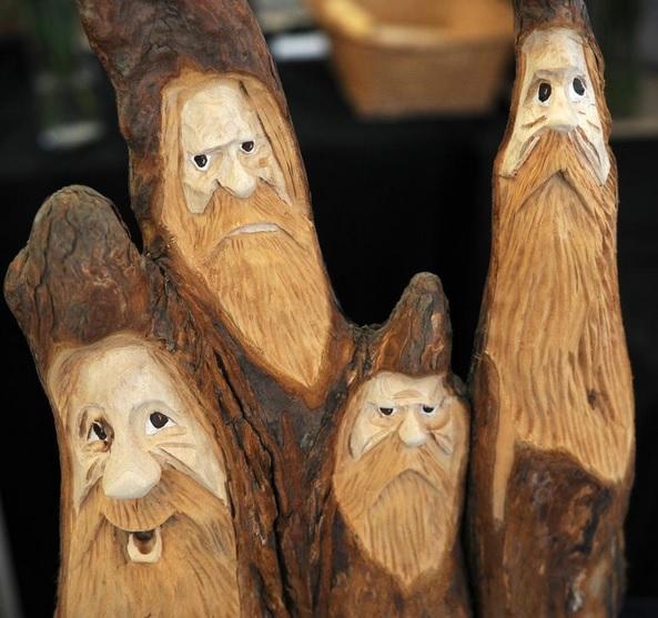 virginia-pembroke-knobbits-carvings