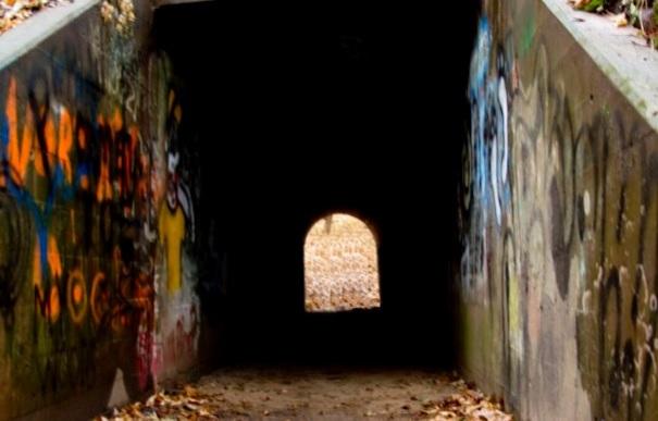 wisconsin-memomonie-devils-punchbowl-tunnel