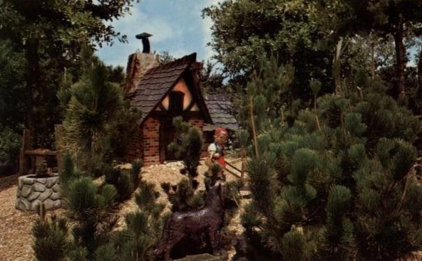 florida-busch-gardens-dwarf-village-little-red-riding-hood