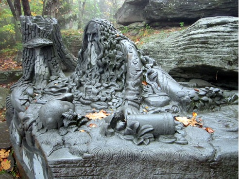 new-york-irvington-rip-van-winkle-statue-hunter-mountain