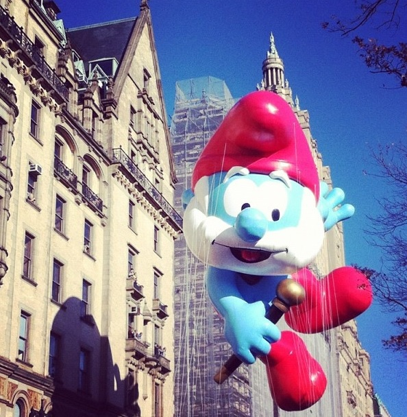 new-york-macys-elves-papa-smurf