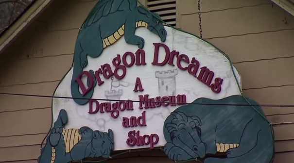 tennessee--chattanooga-dragon-dreams-museum-sign-4