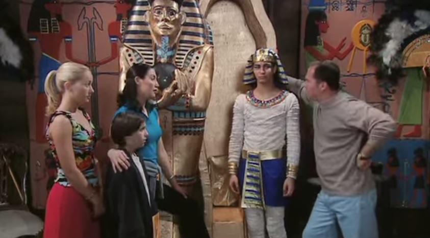 fictional-locations-i-love-mummy-cast