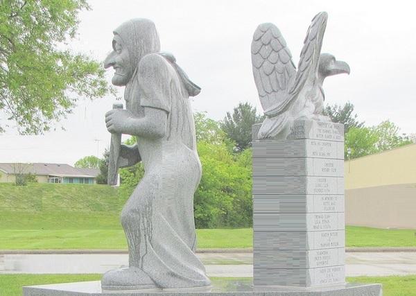 illinois-chester-sea-hag-statue