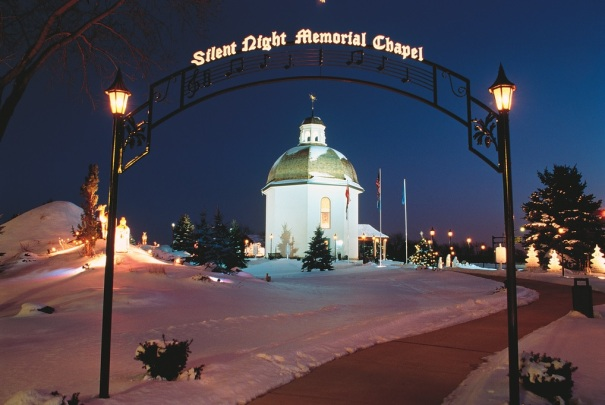 michigan-frankenmuth-bronners-christmas-wonderland-chapel