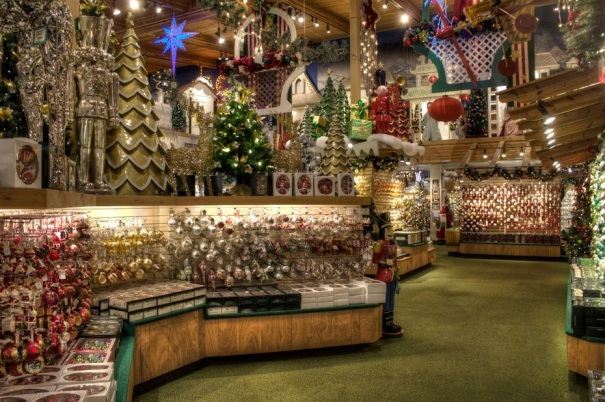michigan-frankenmuth-bronners-christmas-wonderland-decorations