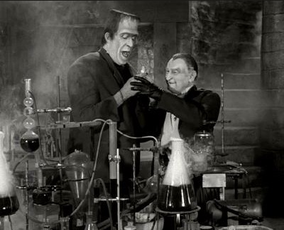 usa-mockingbird-heights-munsters-vampire-grandpa-lab